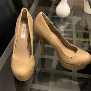 Jennifer Lopez Tan Pumps